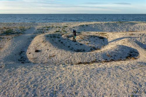 Ein Labyrinth am Muschelstrand von Løgstør