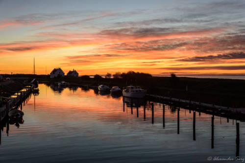 Farbenspiel im Wasser des Kanals am Limfjordsmuseet