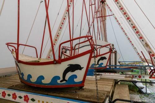 Klassische Schiffschaukeln in der Winterpause
